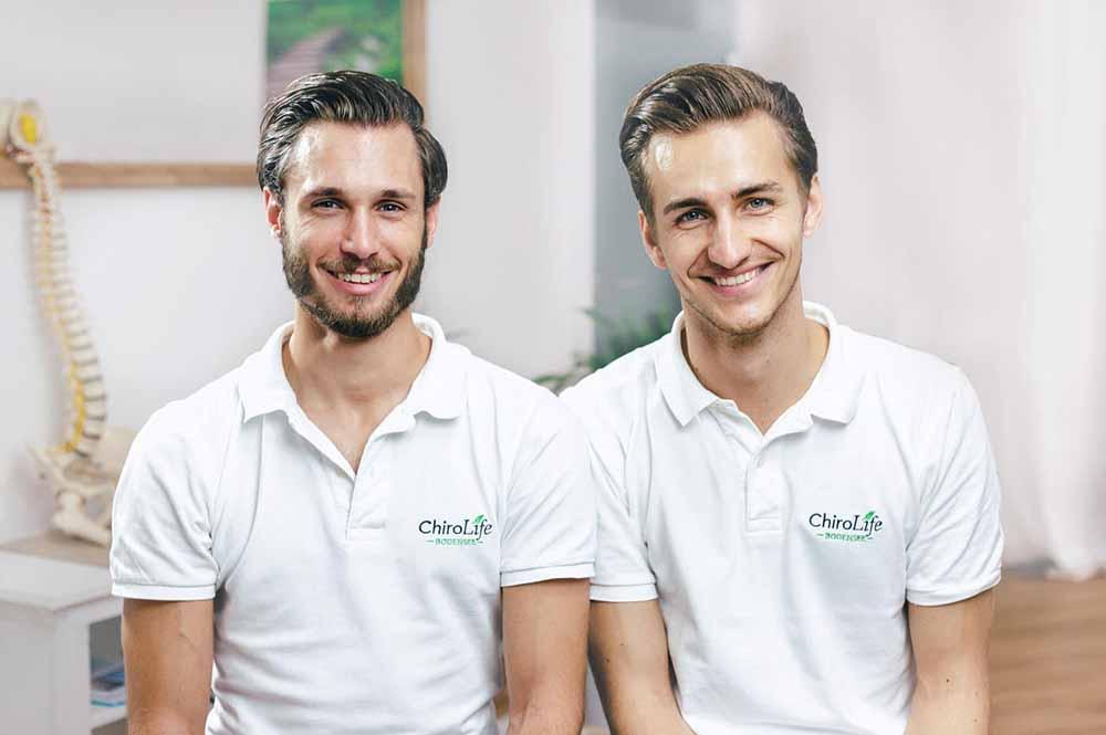 Bild der zwei Chiropraktiker